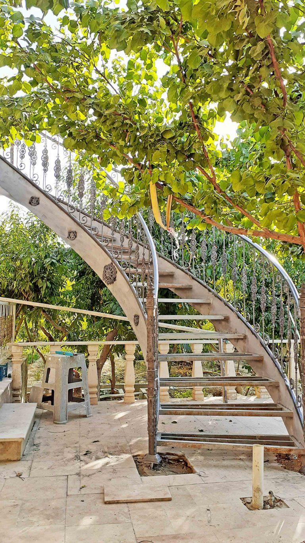 اجرای پله گرد در باغ